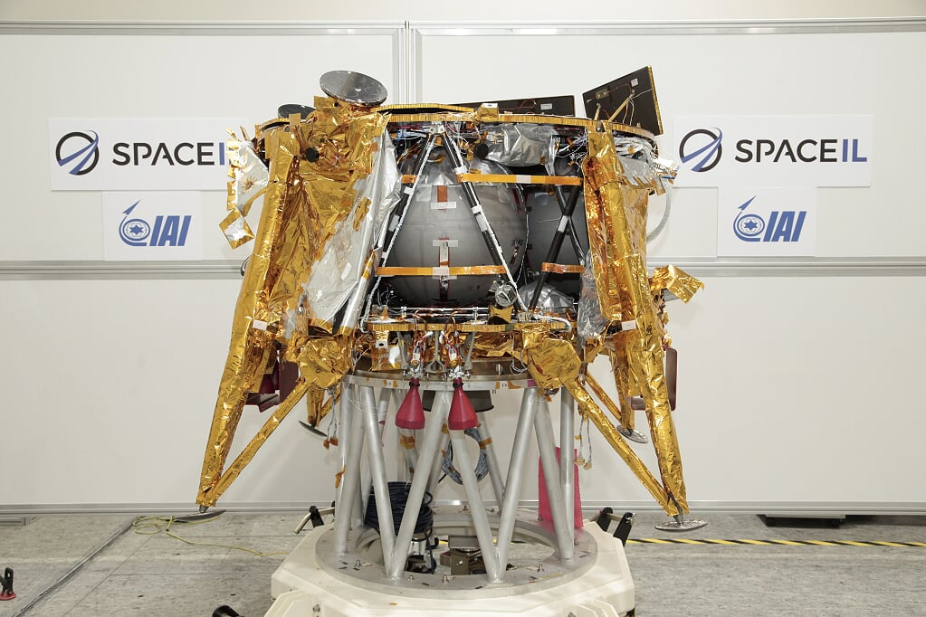 Найдено место падения аппарата «Берешит» на Луну - 10