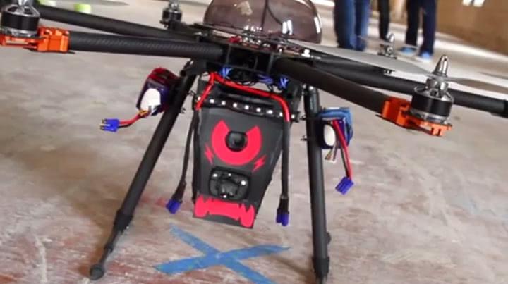 В России разработан полицейский дрон с электрошокером и ослепляющим лазером - 1