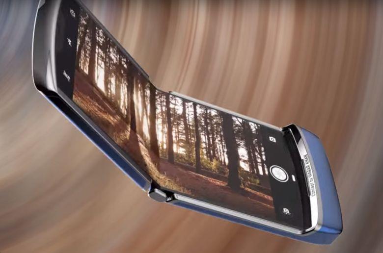 Lenovo украла фанатский рендер Moto Razr и показала на пресс-конференции как будущий смартфон - 1