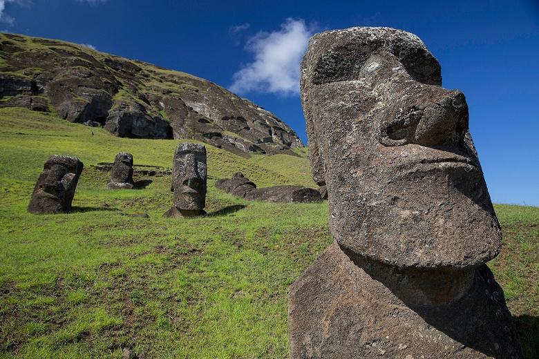 Любители селфи создают угрозу статуям на острове Пасхи