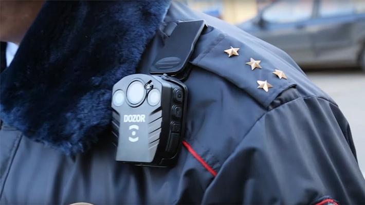 Полицейских РФ хотят оснастить компактными видеокамерами с распознаванием лиц - 1