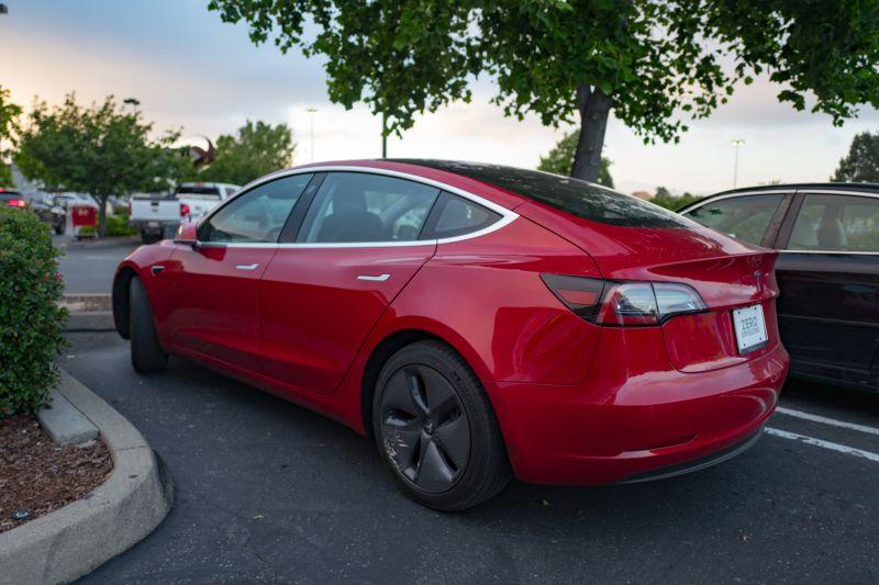 Consumer Reports: последняя версия автопилота Tesla далека от совершенства - 1