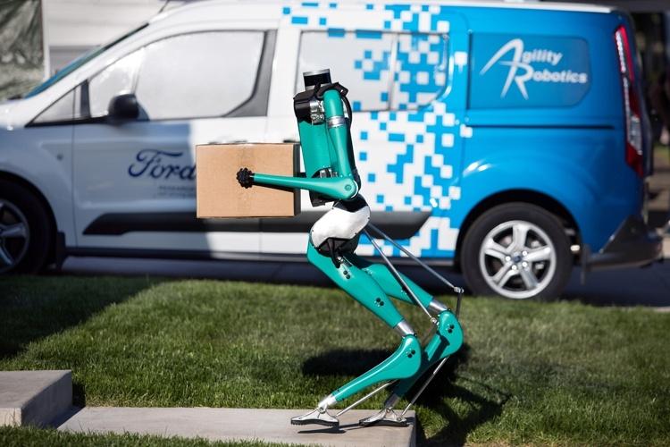 Двуногий робот Ford Digit доставит товары до двери дома