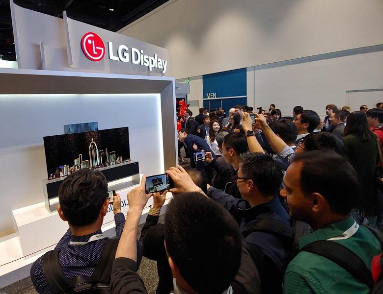 Складные экраны для ноутбуков выпускать проще, чем складные экраны для смартфонов