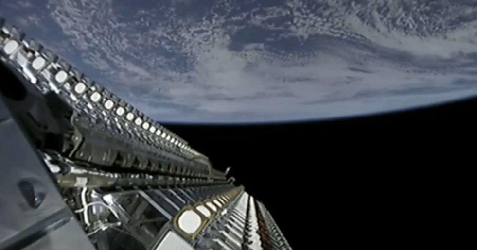 """В небе появилась """"гирлянда"""" спутников и ее может увидеть каждый"""