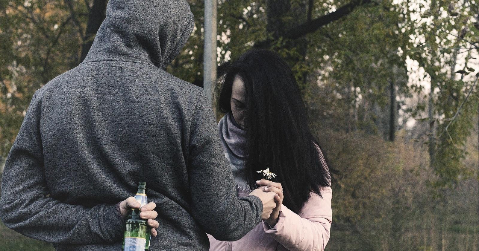 Дети и мужья делают женщин несчастными: исследование