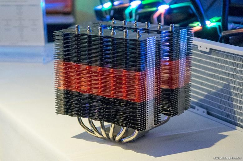 Ещё один монстр. Кулер Zalman CNPS20X весит 1,3 кг и позволяет установить два вентилятора