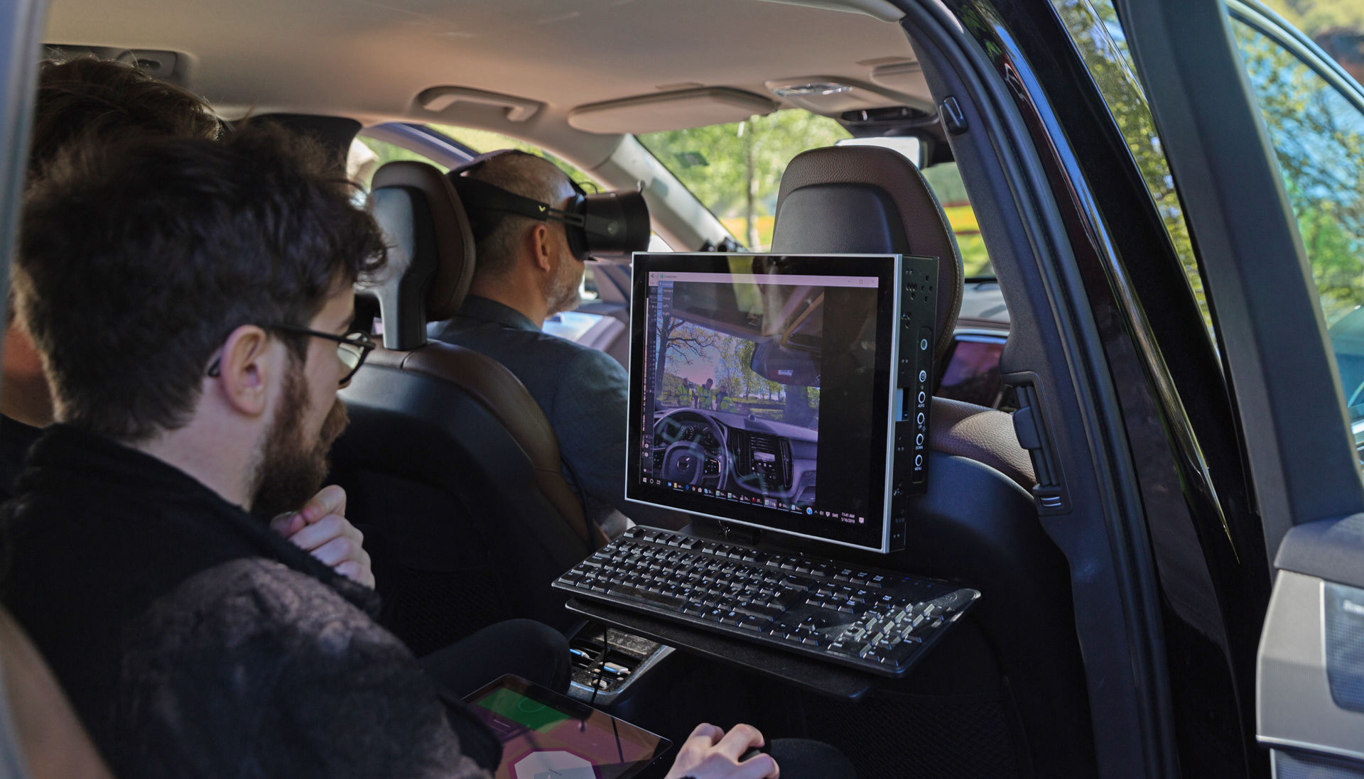 Volvo начала использовать очки виртуальной реальности для тестирования автомобилей на дорогах - 1