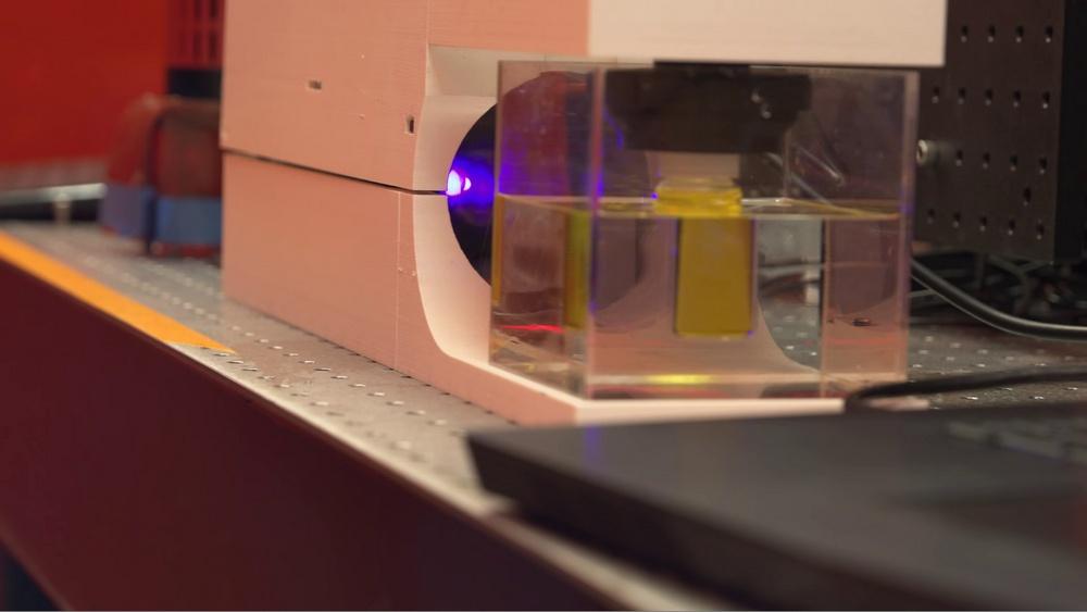 Фотополимерный 3D-принтер из бытового видеопроектора создает объекты без слоев - 3