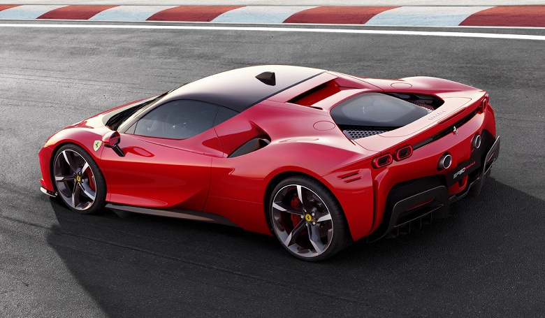 Представлен автомобиль Ferrari SF90 Stradale: четыре двигателя, 1000 л.с. и специфическая задняя передача