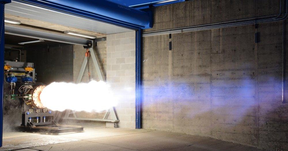 Двигатель для корабля Dream Chaser прошел публичное огневое испытание