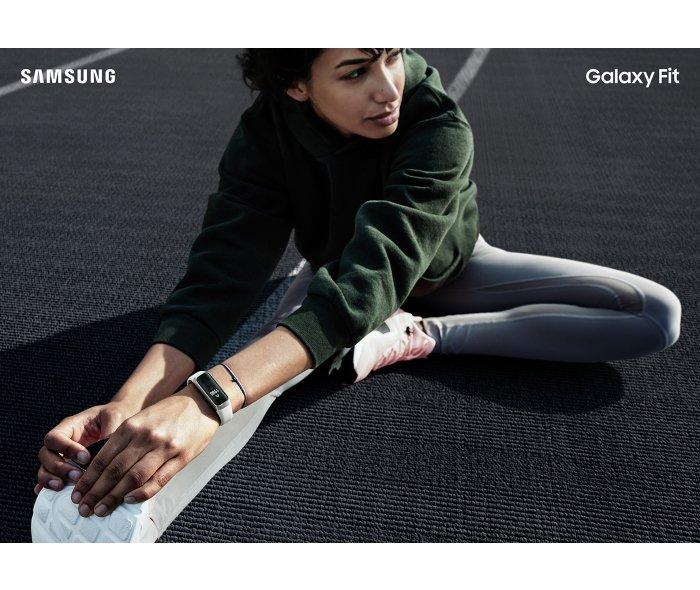 Стартовали продажи фитнес-браслета Samsung Galaxy Fit в России