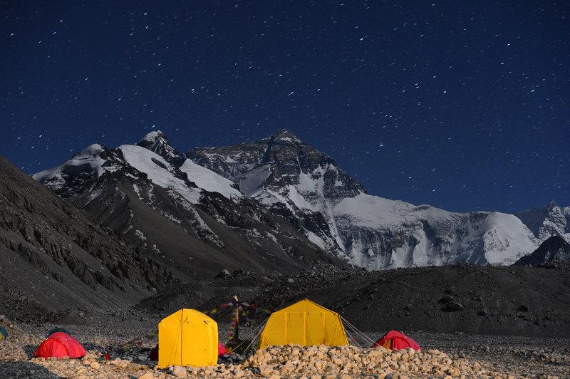 Зачем люди «покоряют» Эверест и почему гибнут в очереди на восхождение