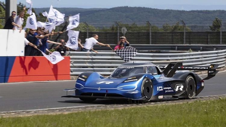 Гоночный электрокар Volkswagen ID. R установил рекорд на сложнейшей трассе в мире