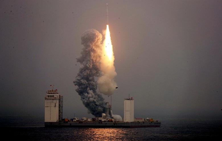 Китай стал третьей страной, которой удалось запустить космическую ракету с плавучего космодрома