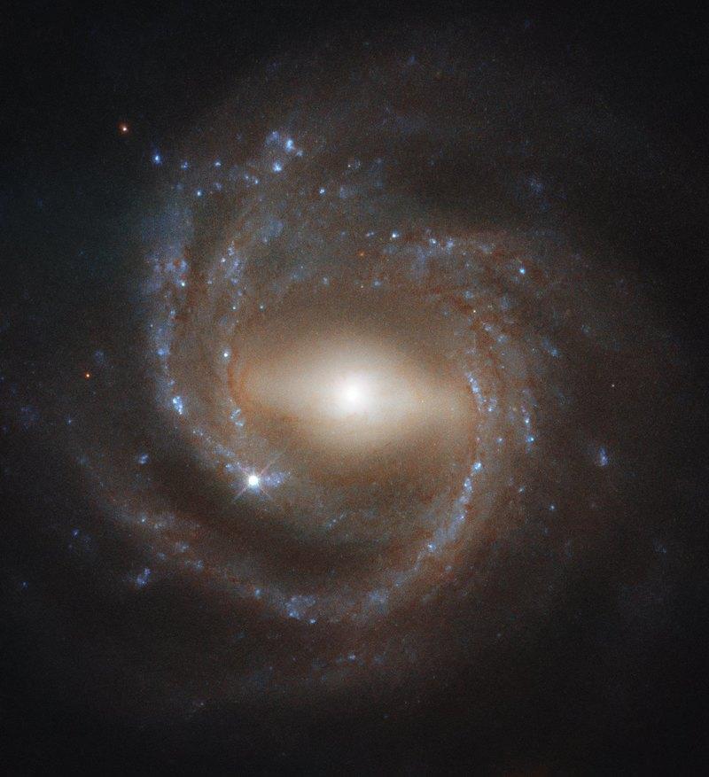 Потрясающее изображение зрелой галактики