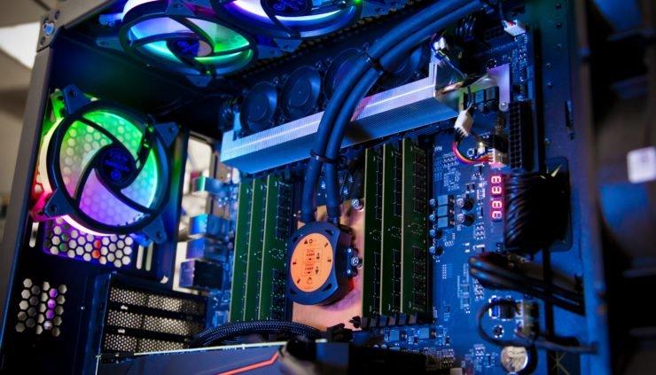 Представлена линейка процессоров Intel Xeon W 3000 (Cascade Lake): до 28 ядер, до 64 линий PCIe и цена до $7453