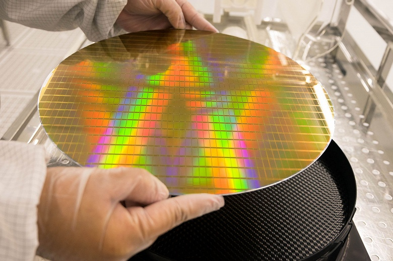 Продажи полупроводниковой продукции в этом году упадут на 12%, в сегменте микросхем памяти — на 30,6%