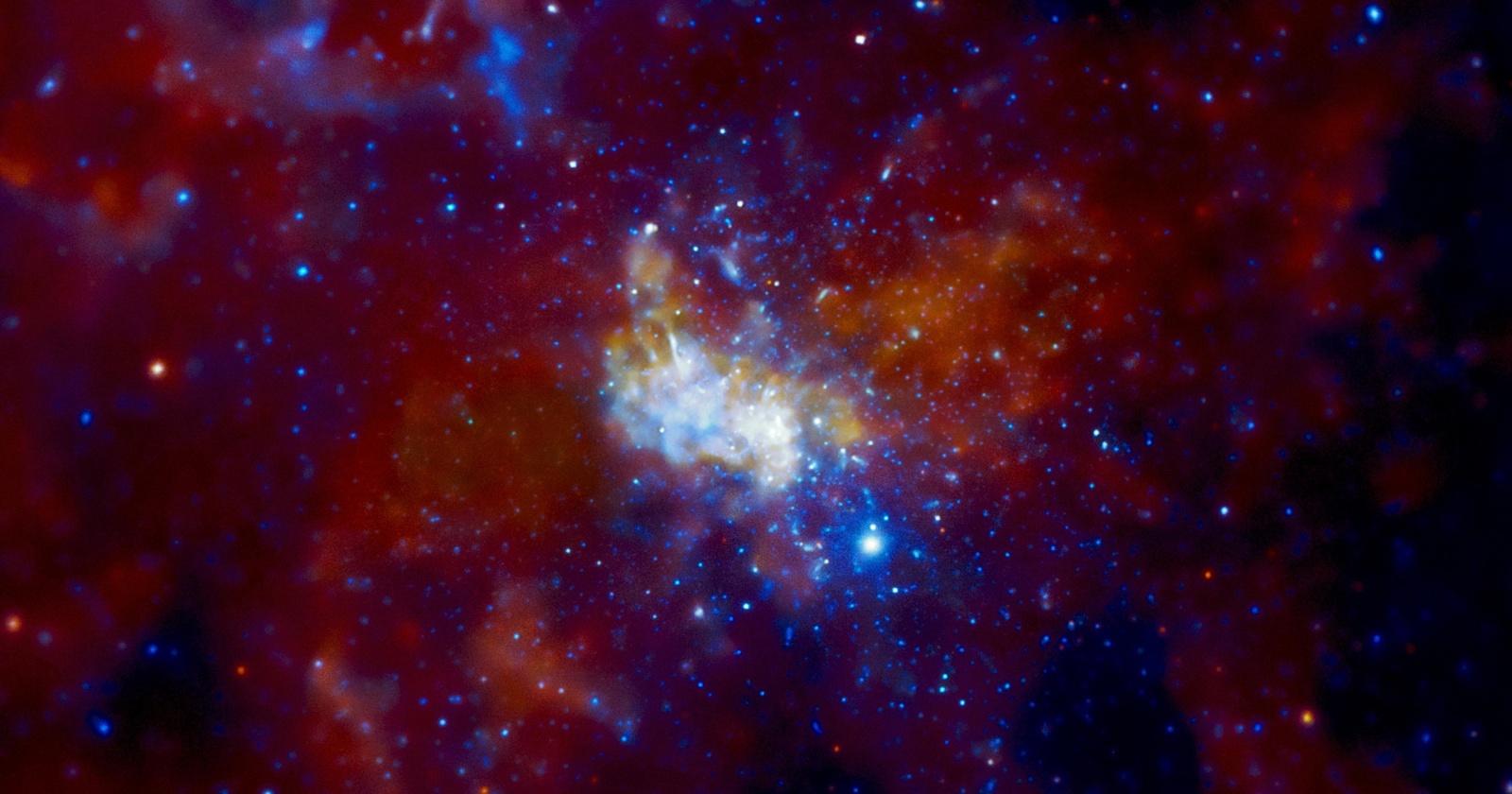 Астрономы увидели аккреционный диск у черной дыры в центре Млечного Пути