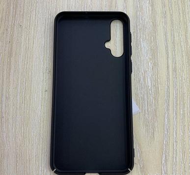 Фото чехла подтверждают наличие многомодульной камеры и стандартного разъема для наушников в смартфоне Huawei Nova 5