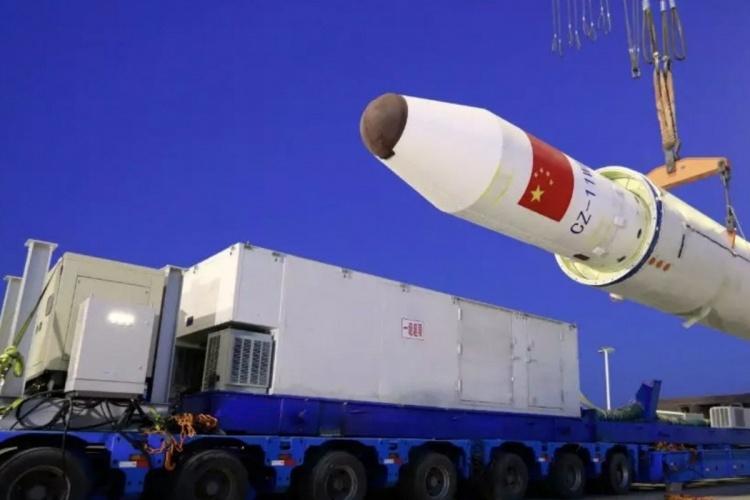 Китай впервые запустил ракету в космос с морской платформы