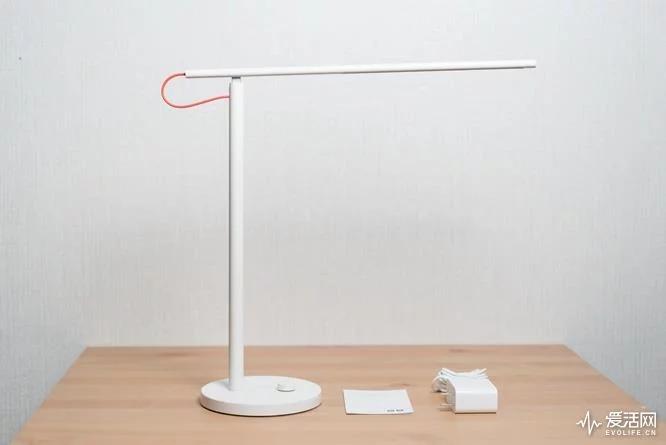 Представлена настольная лампа Xiaomi Mi Table Lamp 1S