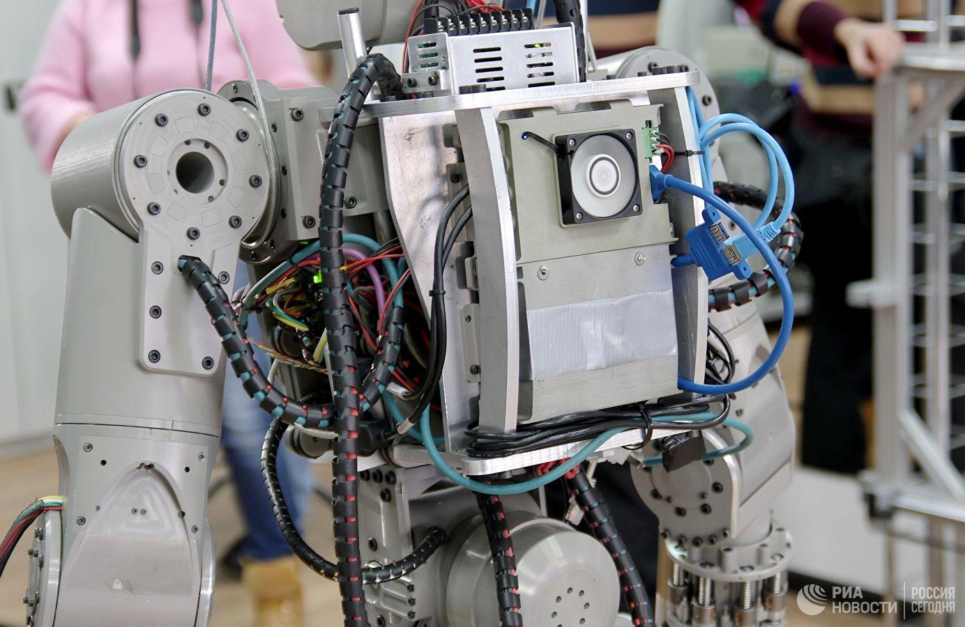 Люк корабля «Союз МС-14» оказался узок для робота FEDOR - 7