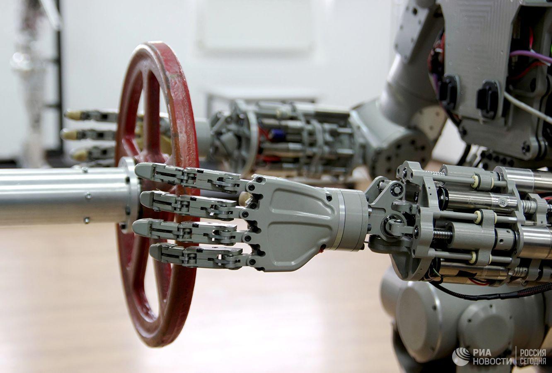 Люк корабля «Союз МС-14» оказался узок для робота FEDOR - 9