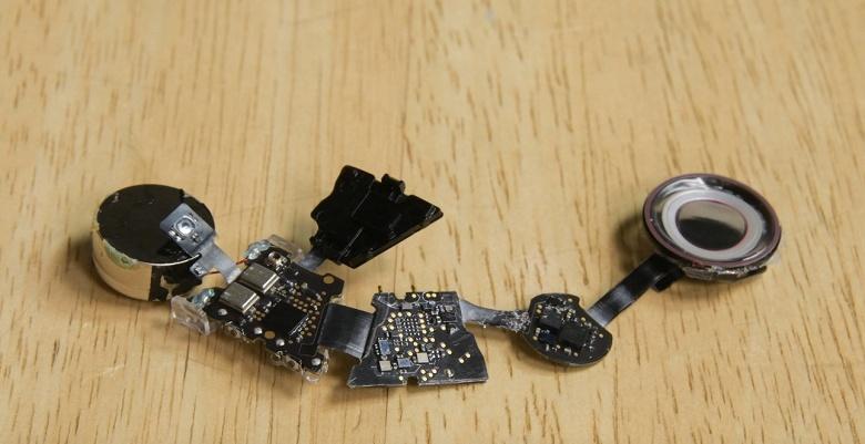 Разборка наушников Beats Powerbeats Pro показала, что они очень похожи на AirPods и их так же почти невозможно отремонтировать