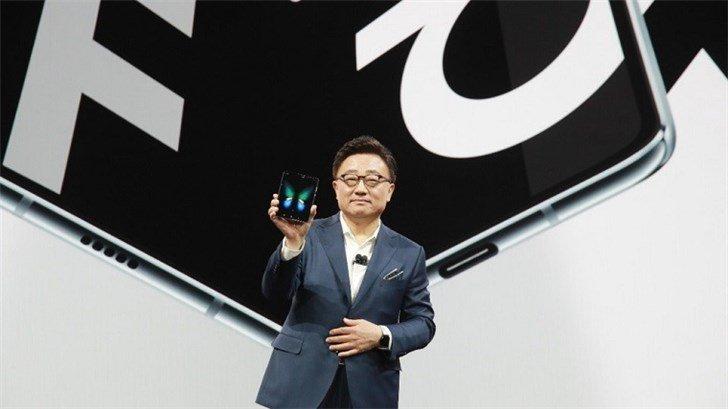 Гибкий смартфон Samsung Galaxy Fold теперь ожидается в июле