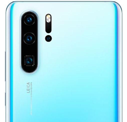Изображение Samsung Galaxy Note 10 в чехле демонстрирует поразительное сходство его камеры с камерой Huawei P30