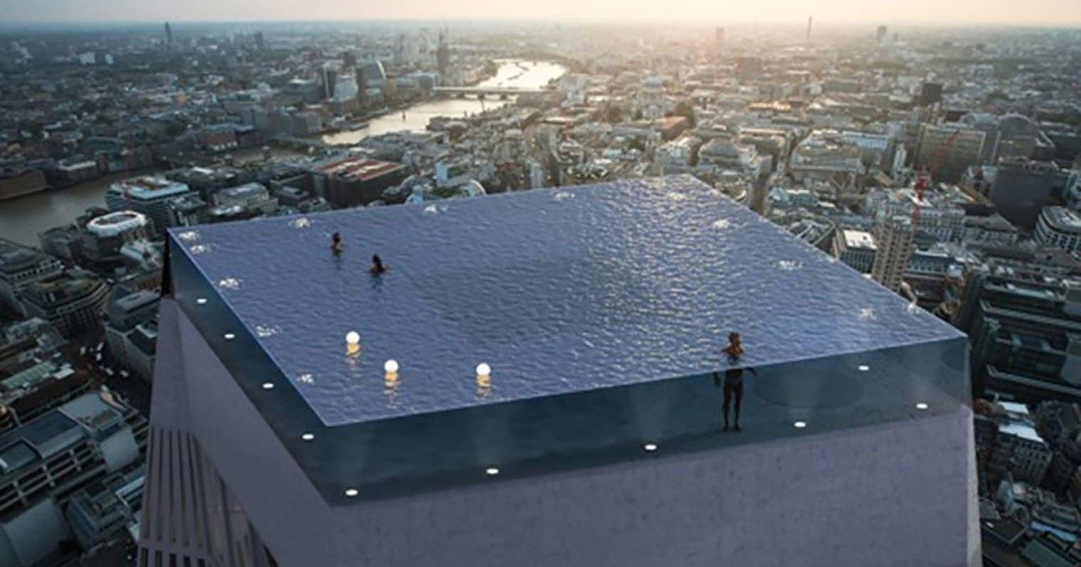 Первый в мире панорамный бассейн на крыше небоскреба