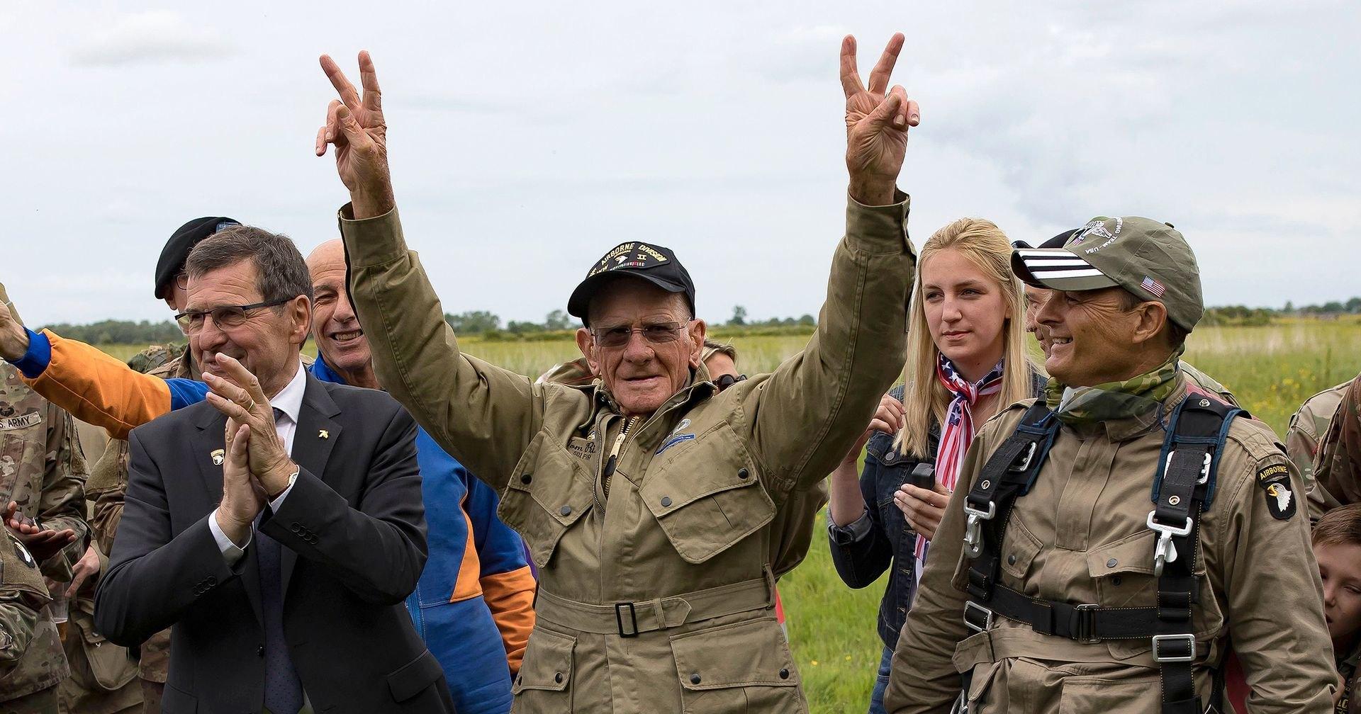 Тряхнул стариной: 97-летний десантник снова высадился в Нормандии