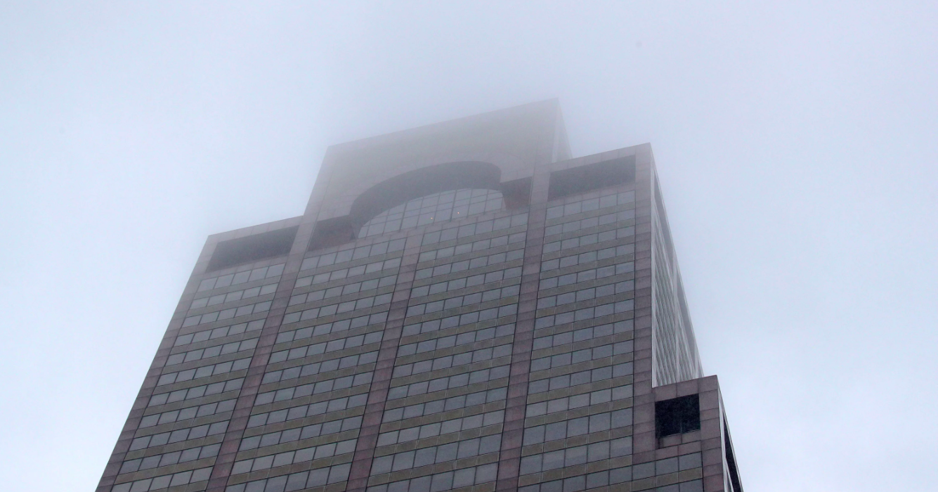 Вертолёт врезался в небоскрёб на Манхэттене