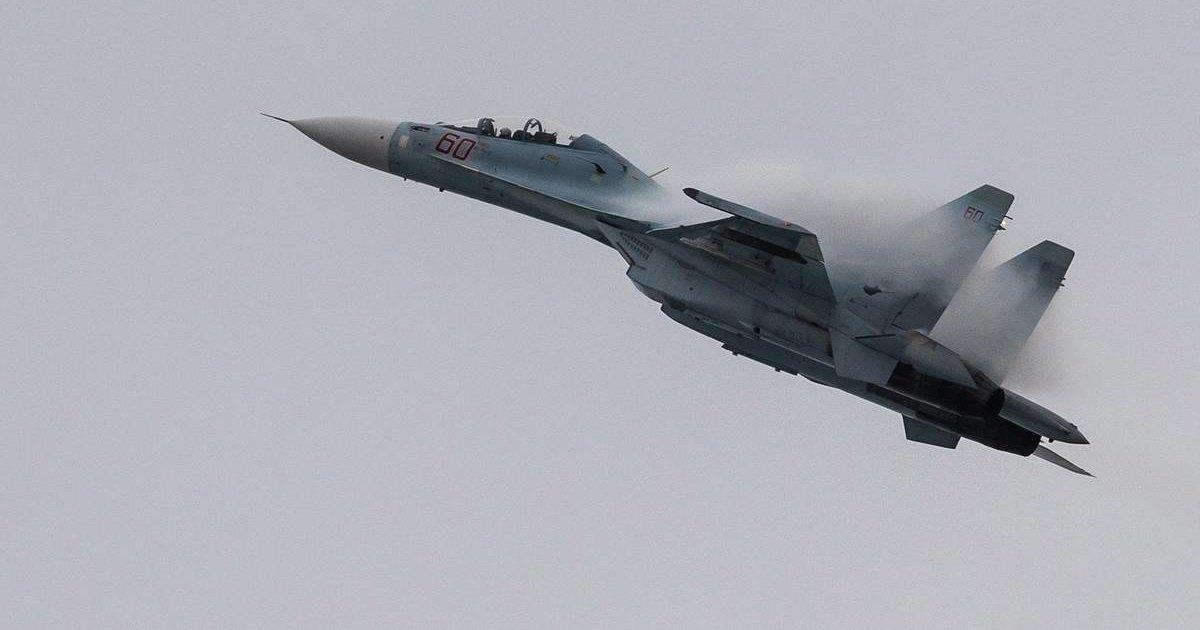 Су-30МКК показал высший пилотаж: видео