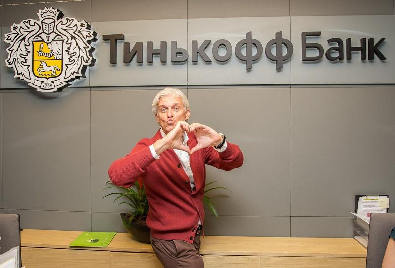 Вместо «Алисы». «Тинькофф» представил вежливого голосового помощника «Олега», не терпящего панибратства