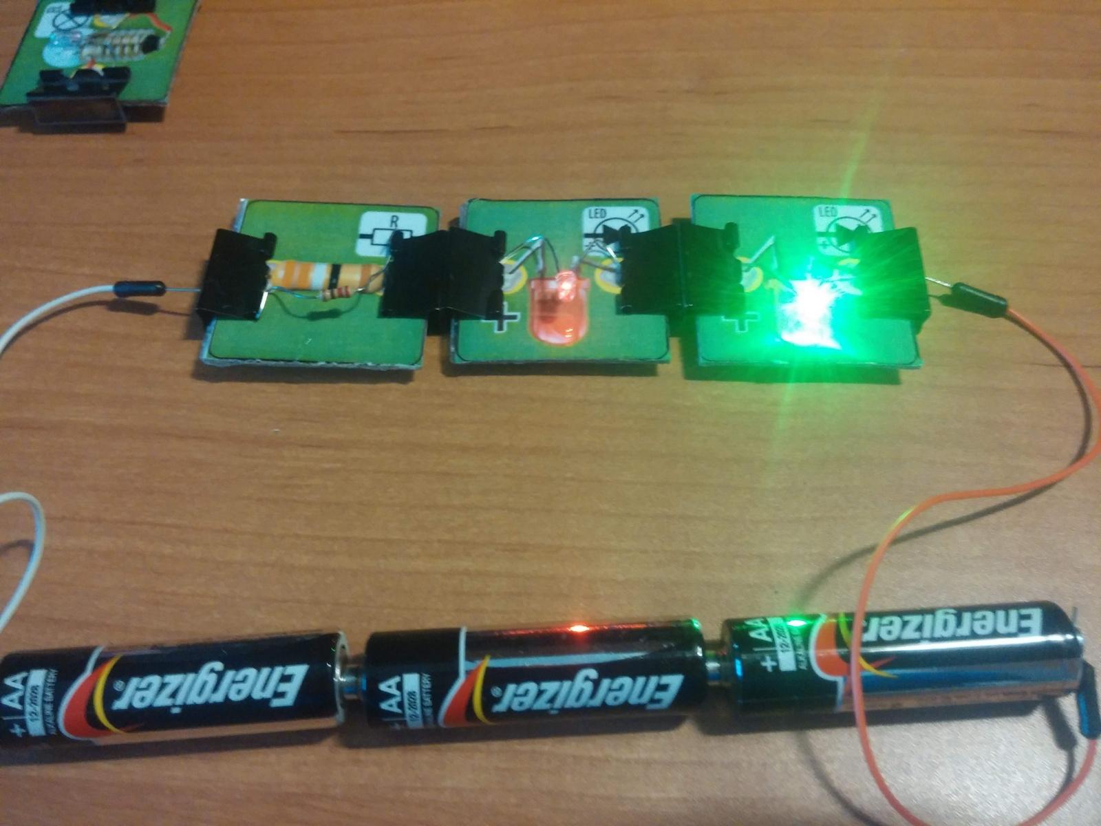 Превращаем картонную электрическую схему в настоящую или как сделать простой конструктор из настольной игры - 11