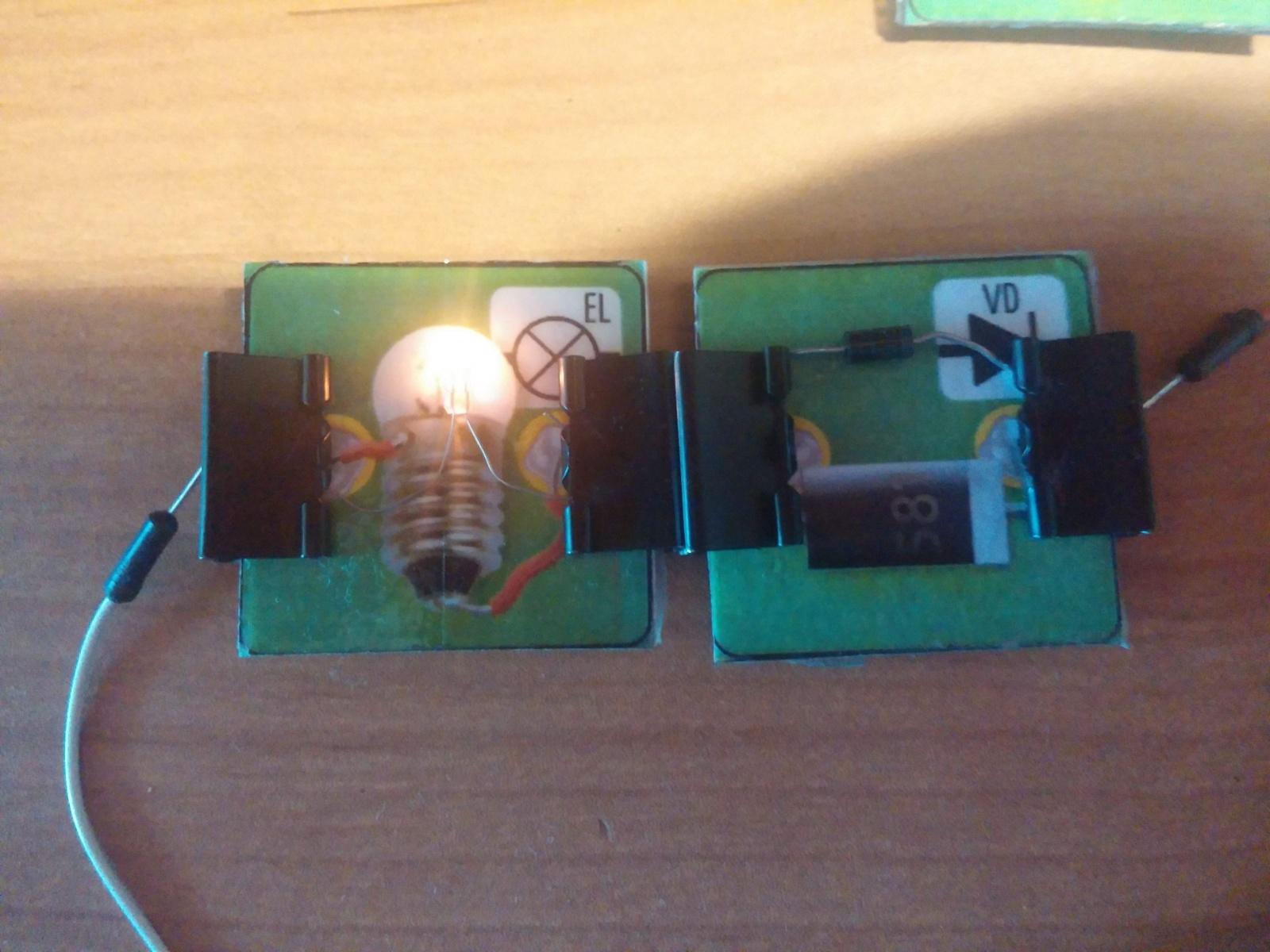 Превращаем картонную электрическую схему в настоящую или как сделать простой конструктор из настольной игры - 12