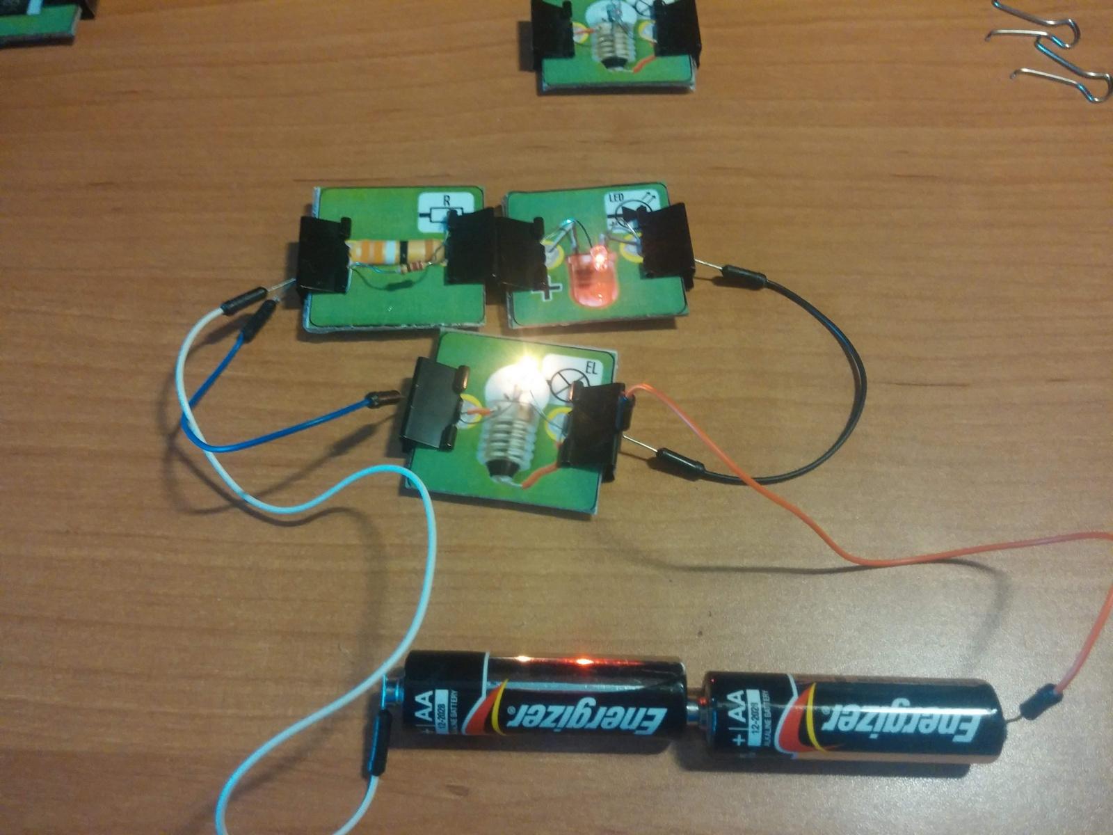 Превращаем картонную электрическую схему в настоящую или как сделать простой конструктор из настольной игры - 13
