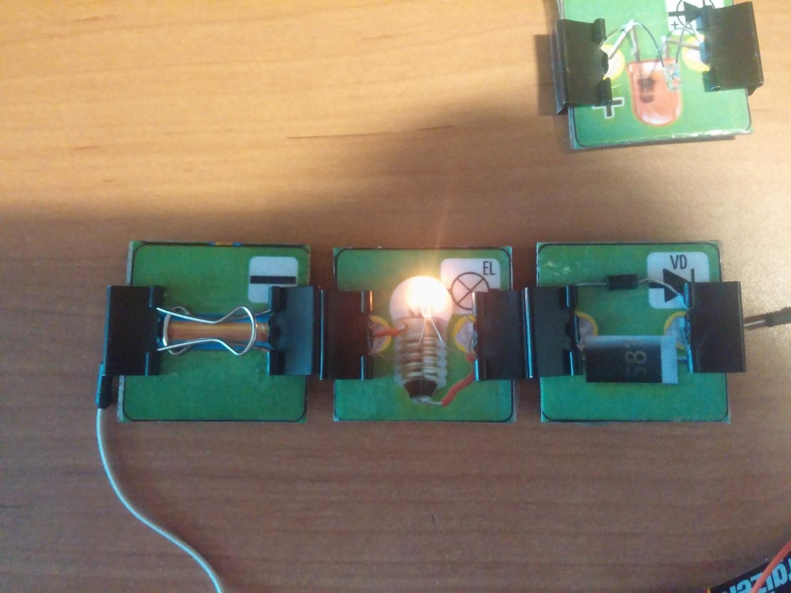 Превращаем картонную электрическую схему в настоящую или как сделать простой конструктор из настольной игры - 1