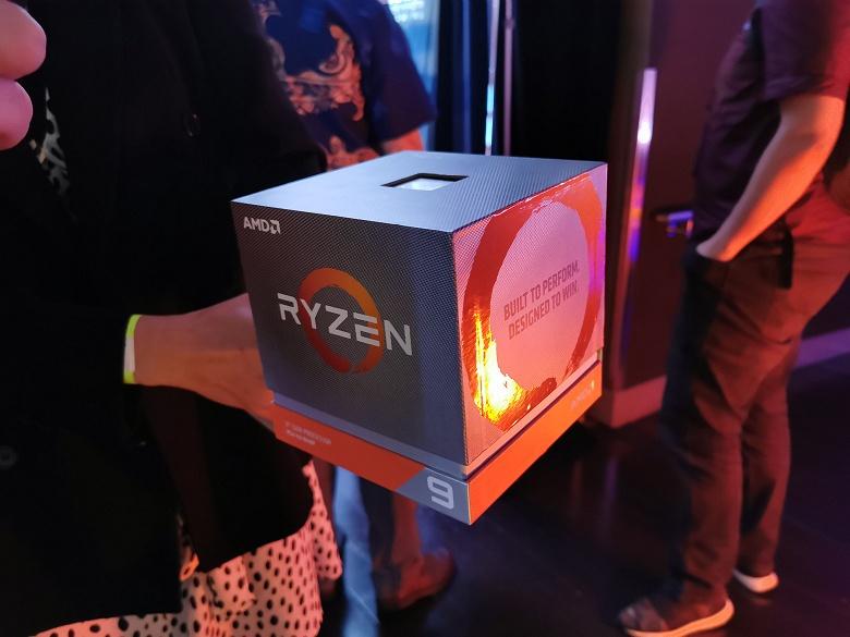 Фотогалерея дня: упаковка 16-ядерного процессора AMD Ryzen 9 3950X