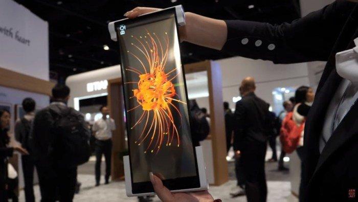 Складные смартфоны уже не модно. Смартфон-свиток со сворачивающимся экраном показали в работе