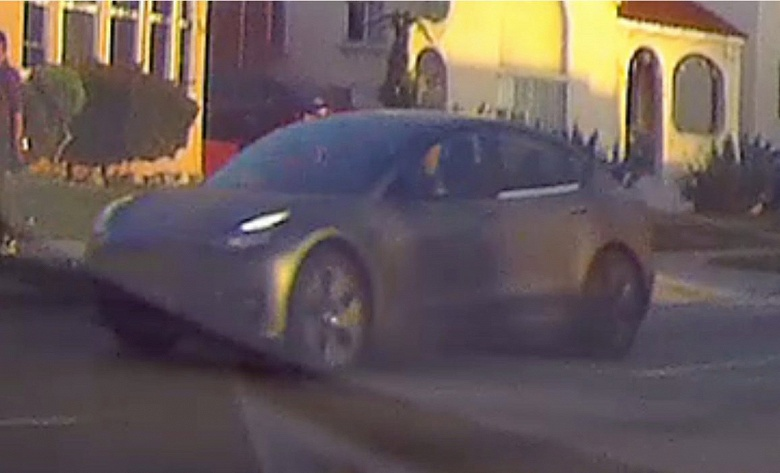 На дорогах заметили неизвестный автомобиль Tesla, который может быть прототипом новой Model S