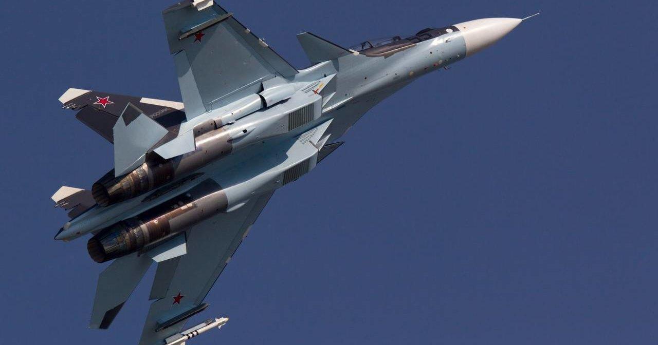 Су-27 и Су-30 сразились на сверхзвуке: видео
