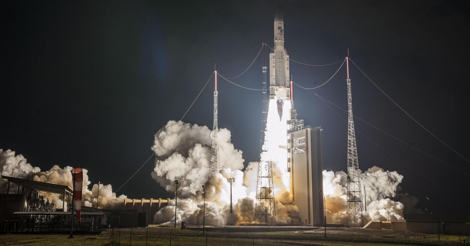 Прямая трансляция запуска Ariane 5 с космодрома Куру