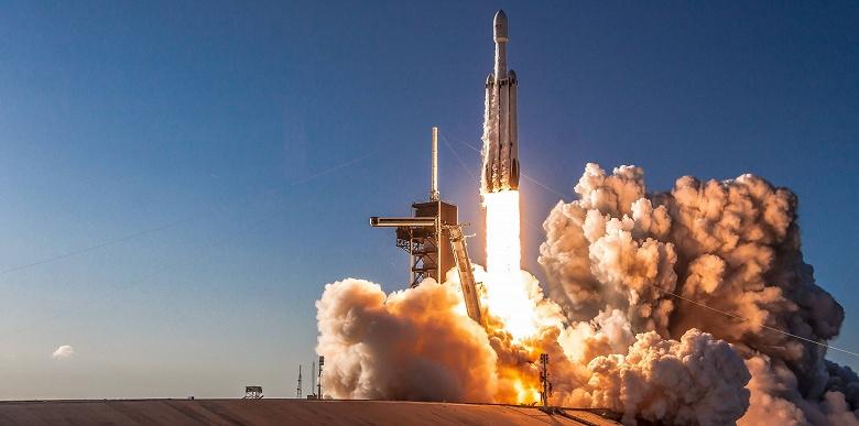 Во время следующего запуска ракеты Falcon Heavy будут задействованы уже использовавшиеся ранее ускорители