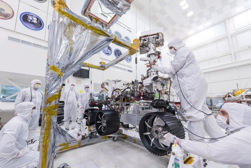 NASA установило колеса на новый марсоход