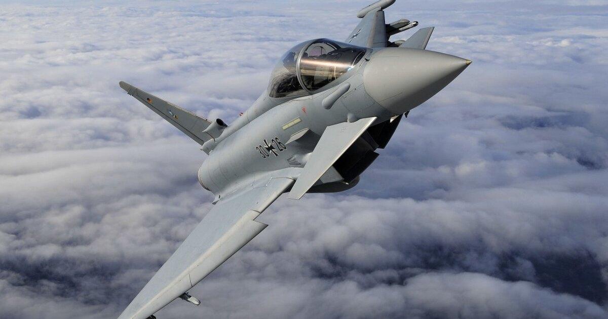 Два истребителя Eurofighter Typhoon столкнулись в небе Германии