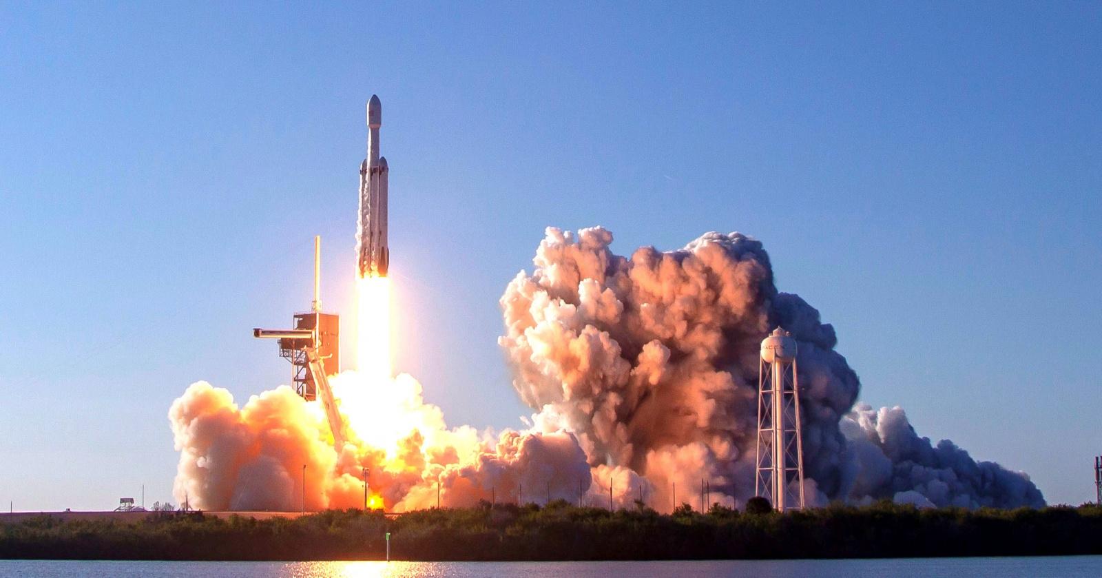 Самый сложный запуск Falcon Heavy: прямая трансляция