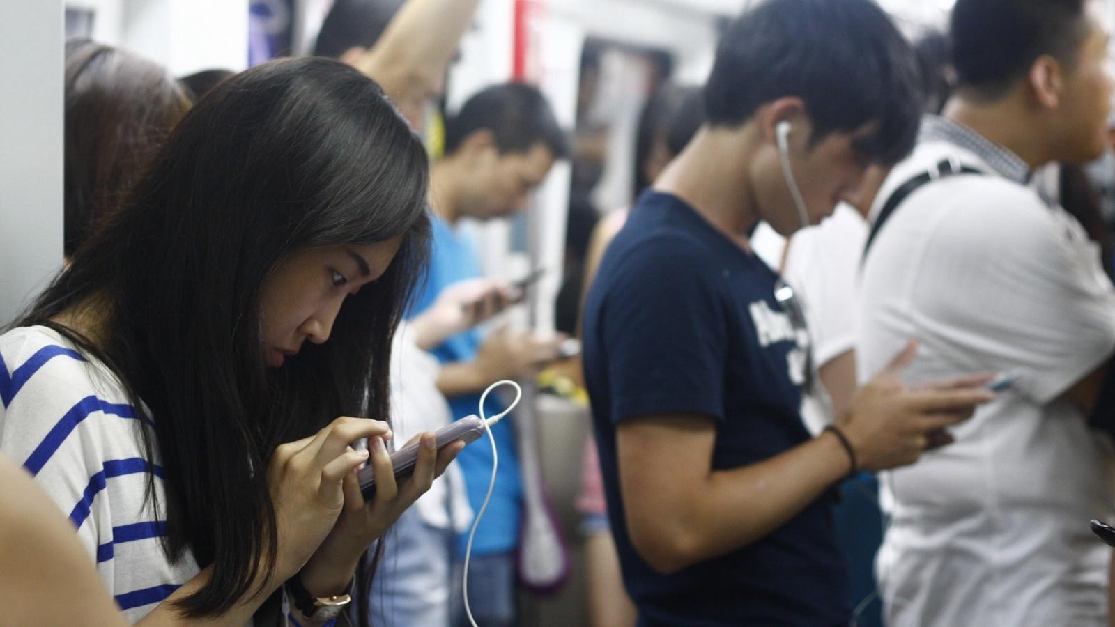 Ученые предполагают, что злоупотребление смартфоном может привести к деформации черепа - 1